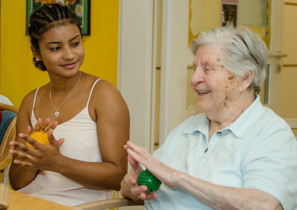 Marjorie Bah absolvierte mit großer Freude 2015/2016 ihr Freiwilliges Soziales Jahr in der Tagespflege des Seniorenzentrums Gundelfingen.